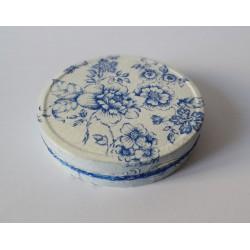 Pudełko w niebieskie kwiaty