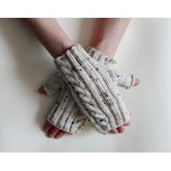 Mitenki jasnobeżowe z palcem