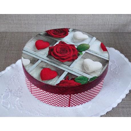 Pudełko z sercami i różą